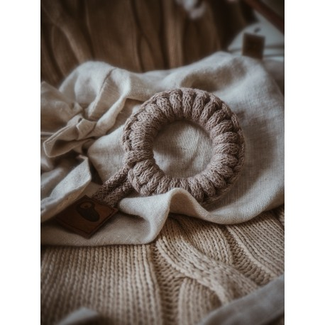 Hi Little One - gryzak sznurkowy Ring Teether wood and cotton Dark Oak