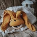Hi Little One - Przytulanka muślinowa z gryzakiem Sleepy Bunny cozy muslin with wood teether Apricot Dark