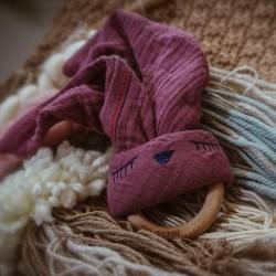 Hi Little One - gryzak bawełniano drewniany Bunny teether, wood and cotton pink