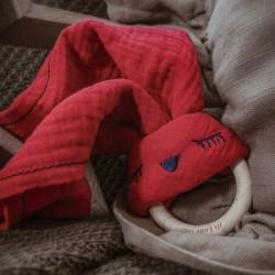 Hi Little One - Przytulanka muślinowa z gryzakiem Sleepy Bunny cozy muslin with wood teether Strawberry